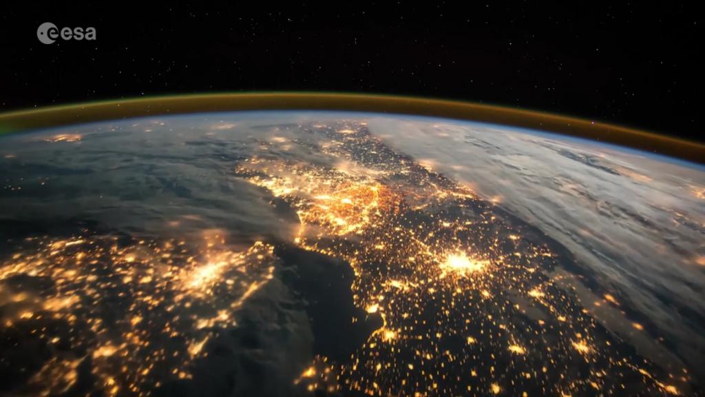 Polska z kosmosu nocą