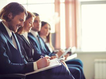 Zebrania firmowe – jak uczynić je znośniejszymi?