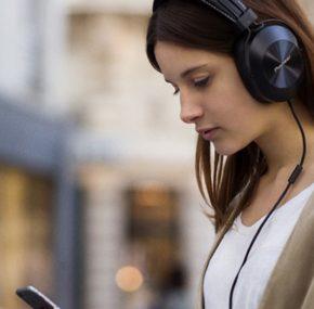 Porywające brzmienie i niepowtarzalny design. Słuchawki Pioneer