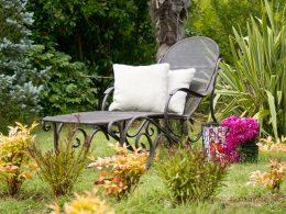 Jak ochronić meble ogrodowe przed mroźną zimą?