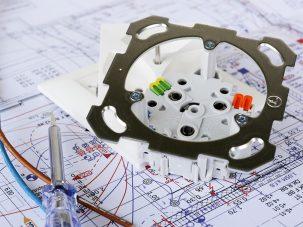Gniazdko w domu, czyli jak dobierać, by bezpiecznie i komfortowo korzystać z sieci energetycznej