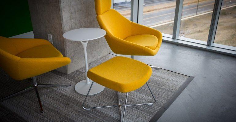 Stół rozkładany z krzesłami w stylu loft