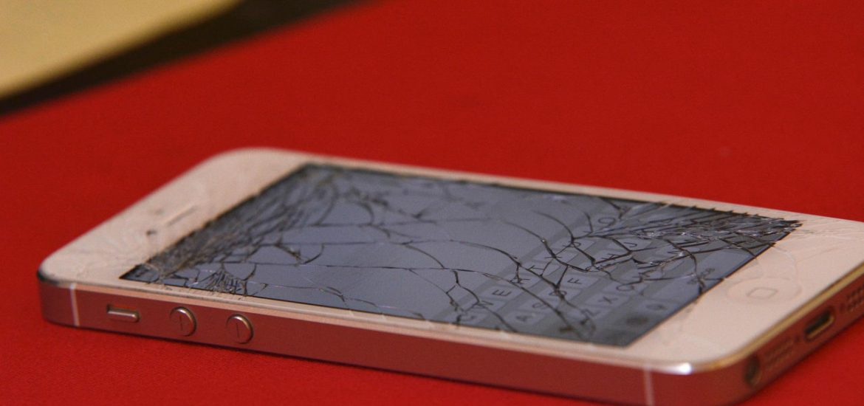 Uszkodzony ekran w telefonie