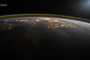 Polska z kosmosu nocą. Wygląda pięknie!