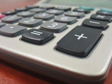 Biuro rachunkowe czy księgowa na etacie?