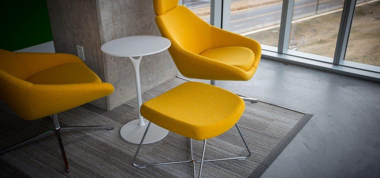 Stół z krzesłami w stylu loft