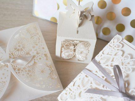 Emerald green – nowy motyw na zaproszeniach ślubnych